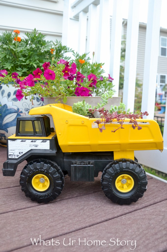 succulent-truck-planter-old-toy-trucks-make-of-great-planters