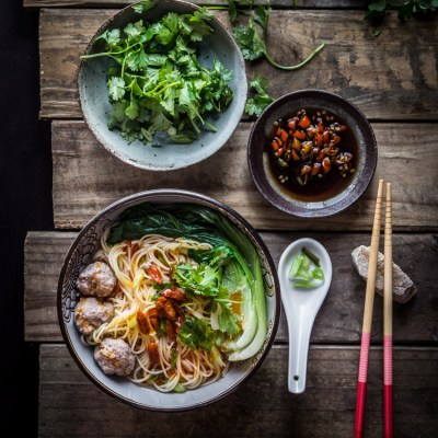 Easy breezy Chinese meatballs noodle soup