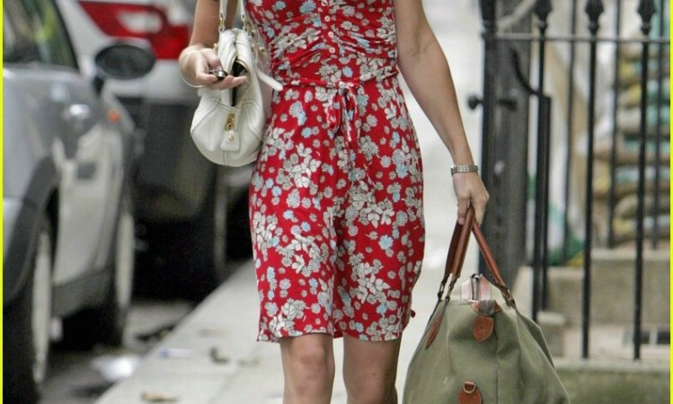Kate carrying a Longchamp Le Pliage overnight bag years ago. Picture from Celebuzz
