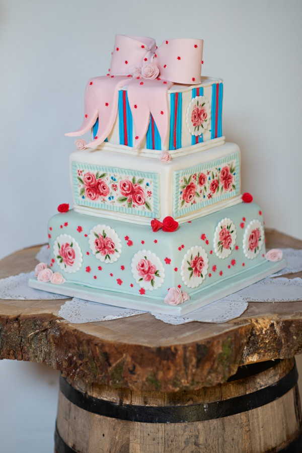 homemade wedding cake http://www.photographer-north-wales.com/