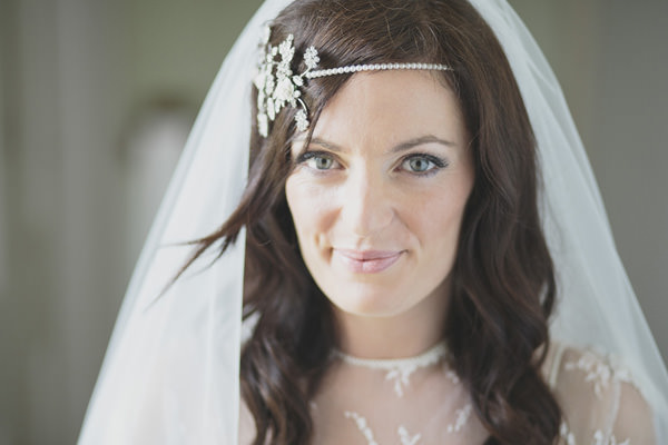 Indie Farm Wedding Flo & Percy Hairband http://www.mirrorboxphotography.com/