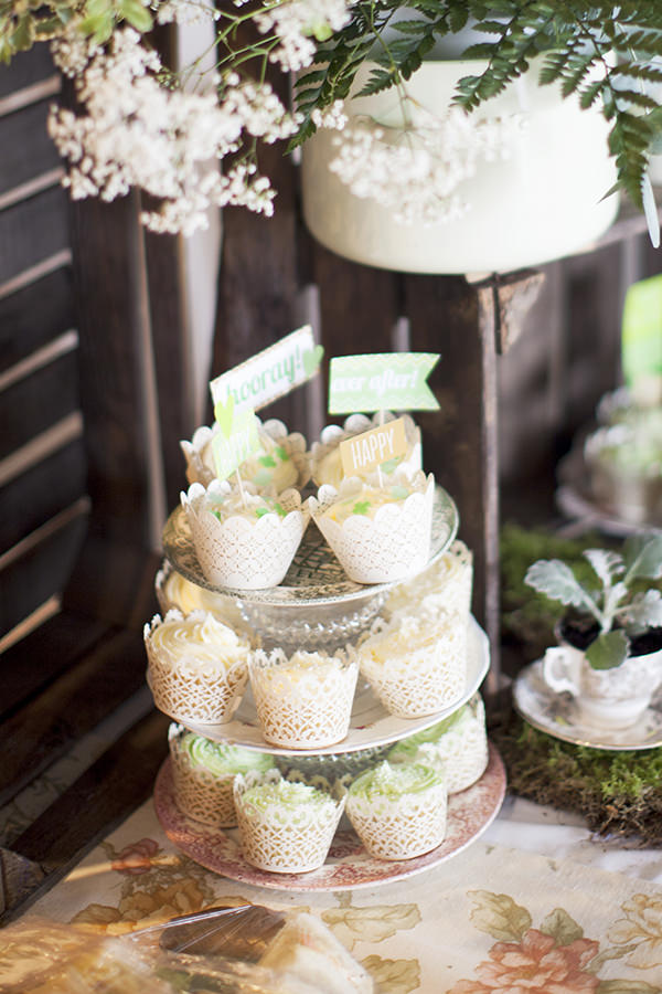 Lavender Farm Barn Wedding Cupcakes http://www.jessicaholtphotography.com/