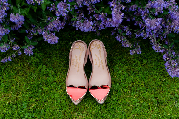 Pretty Pink DIY Farmhouse Wedding Heart Shoes http://www.shootphotography.info/