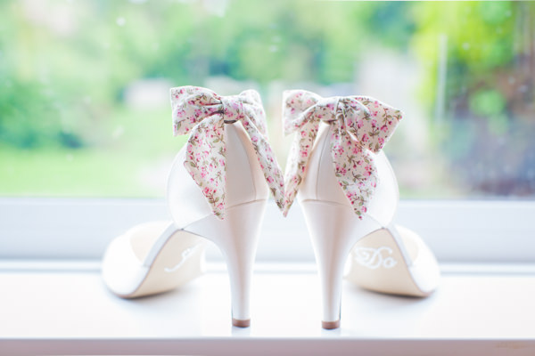 Family Budget Wedding Floral Bow Shoes http://www.lightandstories.com/