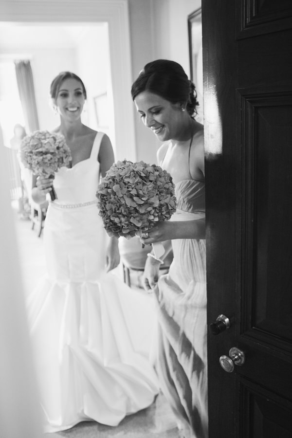 Timeless Modern Hydrangea Wedding http://www.cottoncandyweddings.co.uk/