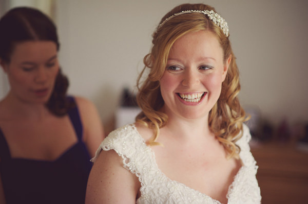Sweet Friendly Homemade Wedding Wavy Hair Bride Headband http://www.rebeccadouglas.co.uk/blog/
