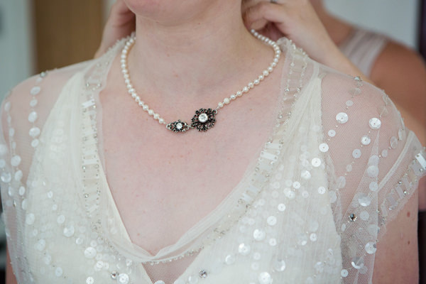 Blue 1920s Floral Feel Wedding Necklace Pearls http://jasminejadephotography.co.uk/