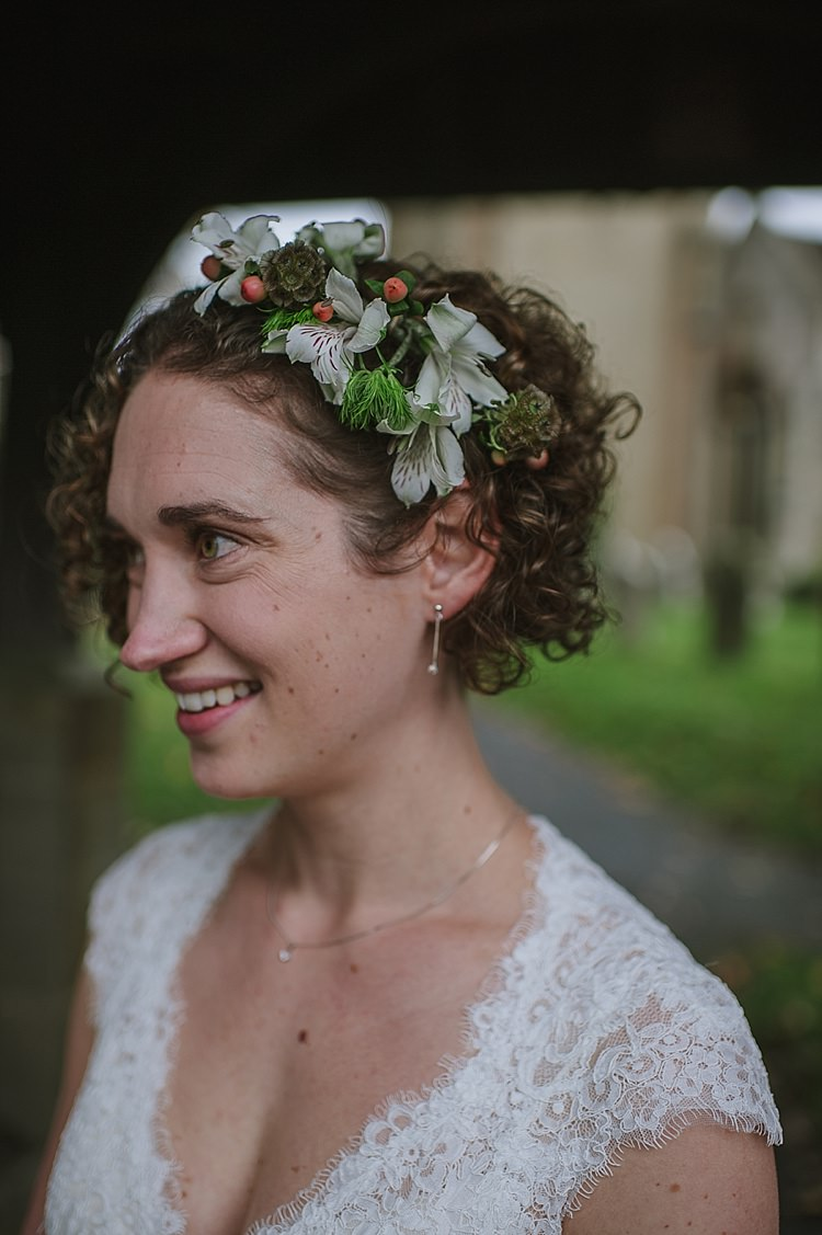Short Hair Bride Curly Flowers Style Relaxed Rustic Autumn Barn Wedding http://karenflowerphotography.com/