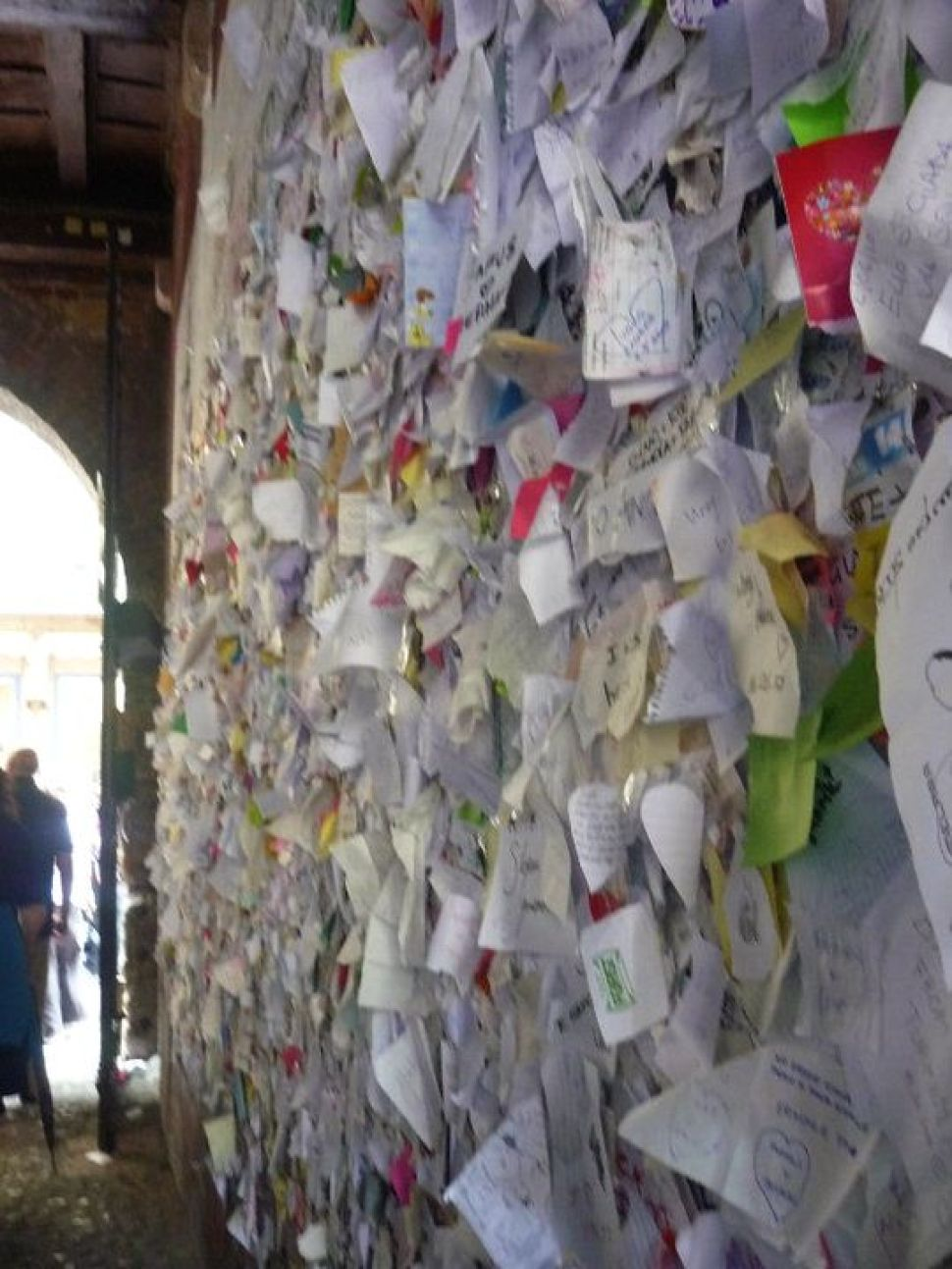 Juliet's wall of love letters