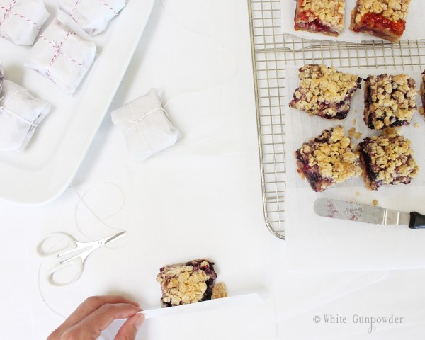 Crumble bars strawberry and blueberry jam