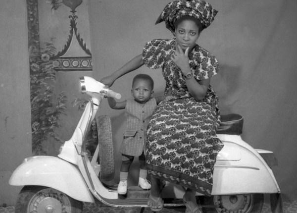 femme-a-la-vespa-credit-photo-sory-sanle-sory-c-1970-1975-bobo-dioulasso