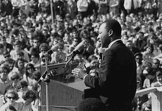 有人將金恩博士領導的民權運動,歸類於成功的非裔美國公民民粹運動。