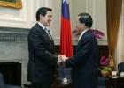 2006年,陳水扁總統會見時任國民黨主席的馬英九