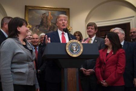 trump-lawmakers-wh-525x350