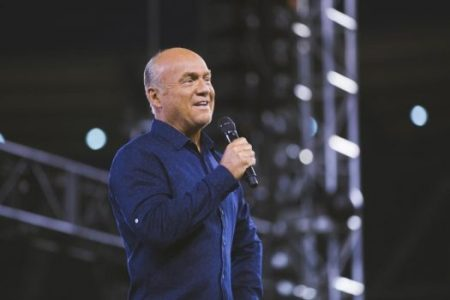 (PHOTO: HARVEST CRUSADES) Greg Laurie speaks to thousands gathered at Angel Stadium in Anaheim, California for the 27th SoCalHarvest on Aug. 26, 2016.