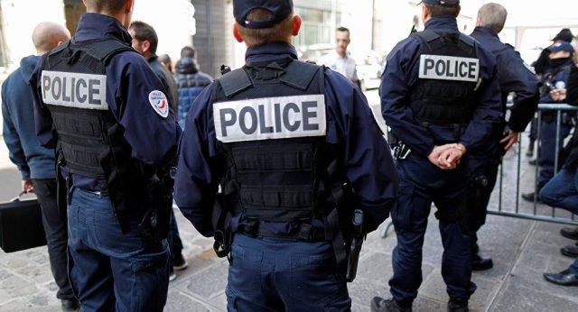 uk-officer-arrested-smuggling
