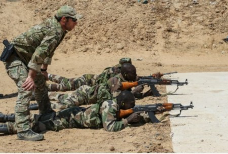 A U.S. Army Special Forces weapons sergeant observes Nigerien soldiers during marksmanship training in Diffa, Niger, on Feb. 28. (U.S. Army)