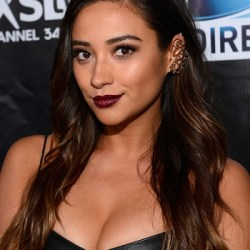 Shay Mitchell Bio, Wiki, Married, Net worth, Husband, Dating, Boyfriend, , Ethnicity, Lesbian