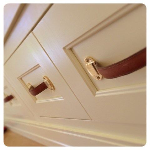 wh-pulls-details-architecturalhardware-leather-brass-bespoke