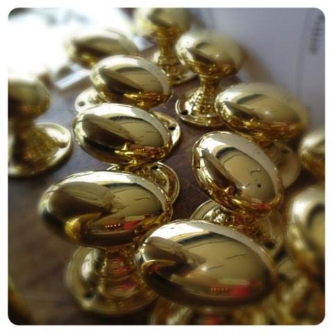 wh-wilmettefavorite-brass-unlacquered-architecturalhardware-ovalknob-classichardware