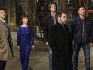 """Supernatural -- """"We Happy Few"""" -- SN1122b_0012.jpg -- Pictured (L-R): Misha Collins as Castiel, Ruth Connell as Rowena, Jared Padalecki as Sam,Mark Sheppard as Crowley and Jensen Ackles as Dean-- Photo: Bettina Strauss/The CW -- © 2016 The CW Network, LLC. All Rights Reserved"""