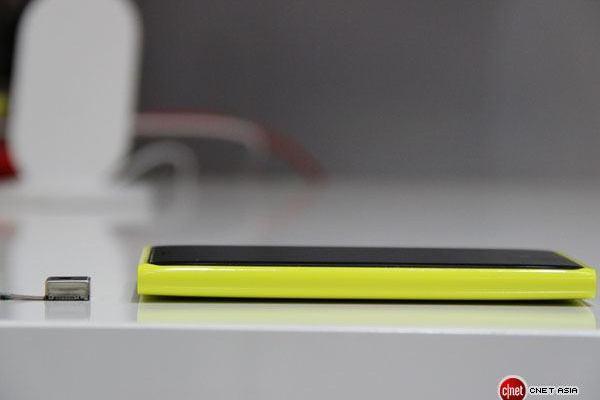 lumia920-thickness