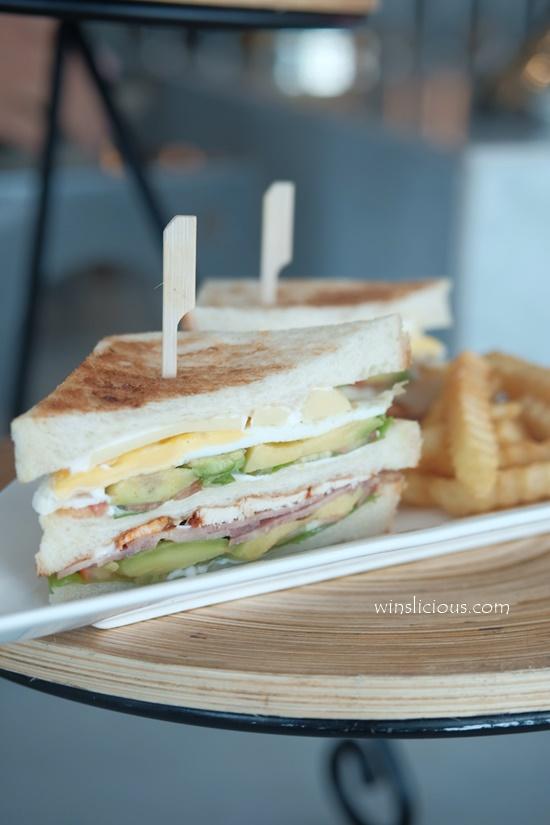 sandwich Hotel Melia Makassar