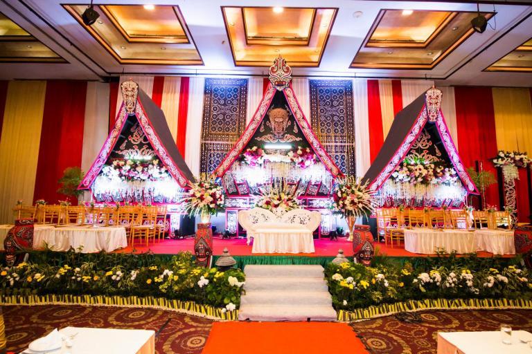 Harga dekorasi pernikahan di kota medan harga dekorasi pernikahan tiara medan convention hall design by winwin decoratio nmedan junglespirit Images