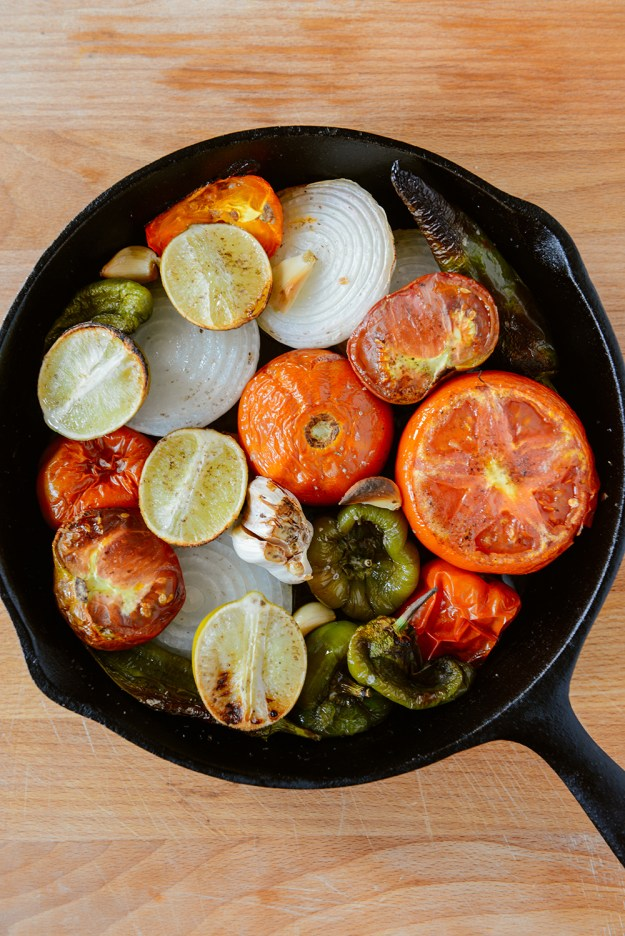 Roasted & Raw Heirloom Tomato Salsa // www. WithTheGrains.com