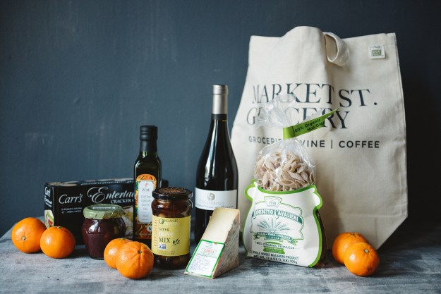 An Edible Gift Guide // www.WithTheGrains.com