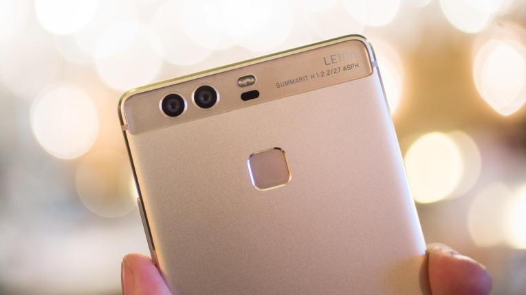 Dual Lens Cameras- 'Cause 2 is better than 1.