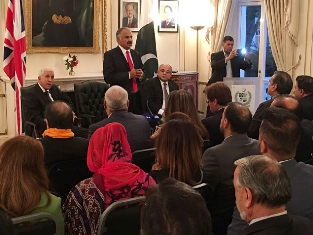pm-special-envoys-briefing-the-pakistani-mayors-and-councillors-3