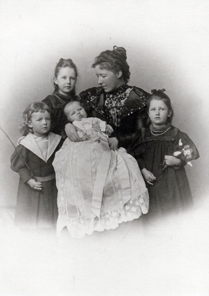 Fritz's Family in 1987: Left to Right: Wolfgang, Hedwig, Helene with Dorothea and Eva