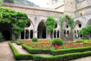 Abbaye Fontfroide Narbonne cloister