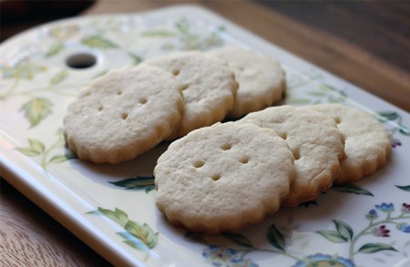 Not Too Dry Tea Biscuits: Tray