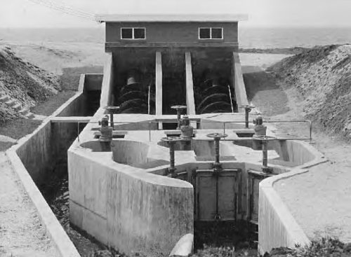 Black Rock treatment plant - comminutor and archmedean screws