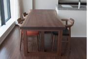 ご納品した、木目と木肌が美しいアメリカンブラックウォールナット一枚板天板のダイニングテーブル