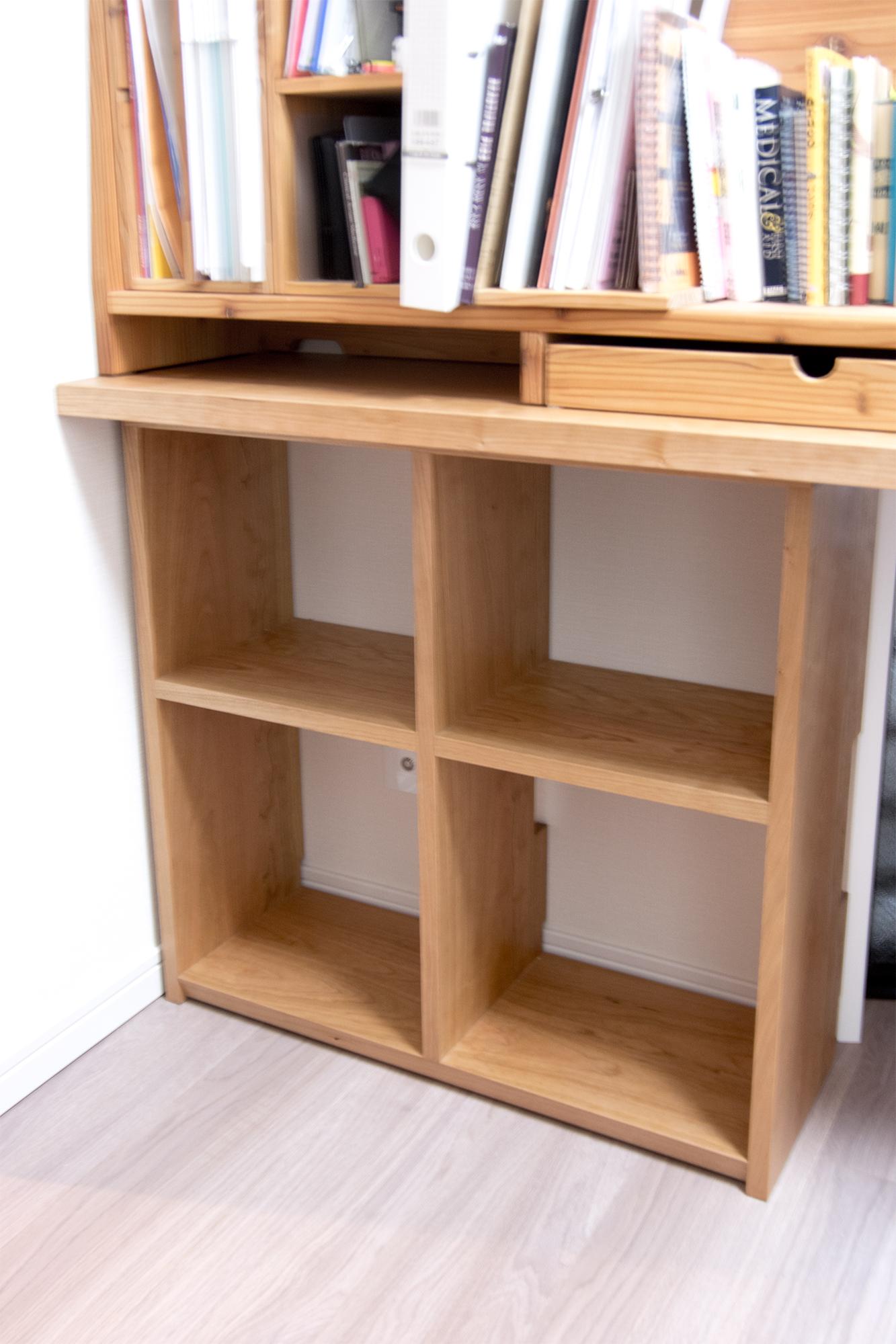 奥行きの浅い本を収納する本棚