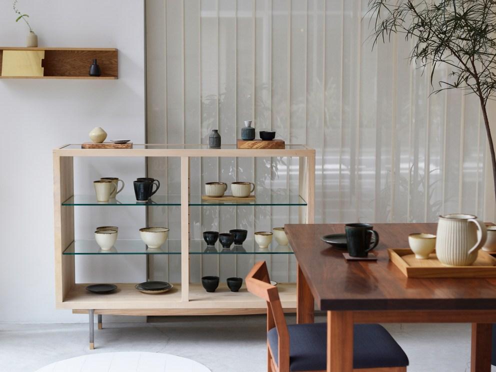 いつもの食卓、家具と器