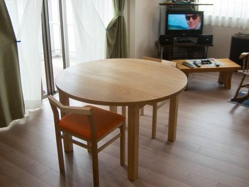 丸天板スタンダードテーブルとピコチェア