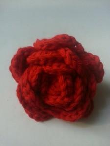 Rose rouge au crochet
