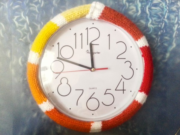 Yarnbombing horloge-8