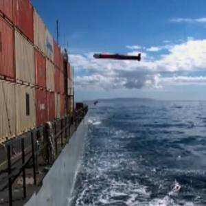 An F/A-18 guide a cruise missile into a ship