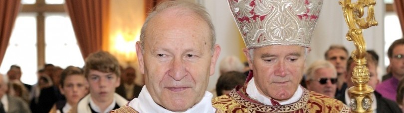 Abbé Franz Schmidberger (à gauche) Mgr Fellay (à droite)