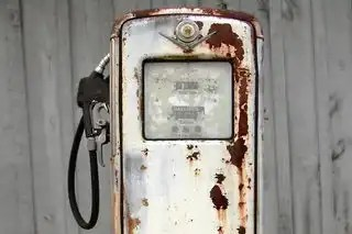 Pump_station_rusted_893111_h