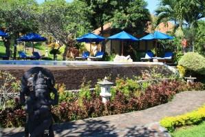 Puri Mangga Main Pool Statue