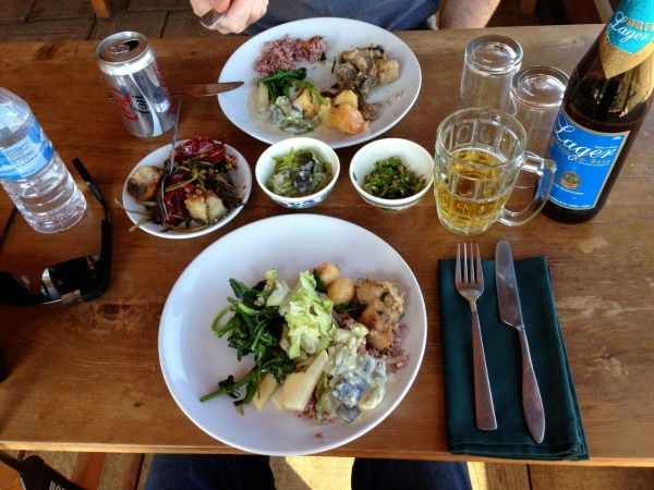 Lunch at Lobesa Valley
