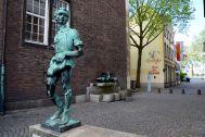 Dusseldorf Marktplatz Statue