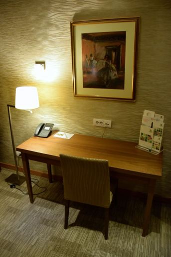 Holiday Inn Skopje Room Desk