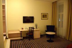 Hotel Kaunas Room Desk